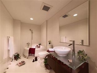 88 Hotels & Serviced Apartments Hong Kong - Two Bedroom Suite Bathroom