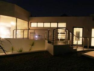 LaLuxe Bed & Breakfast Durban - Exterior View at night