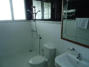 Hotel Stargazer Negombo - Standard Room-Bathroom