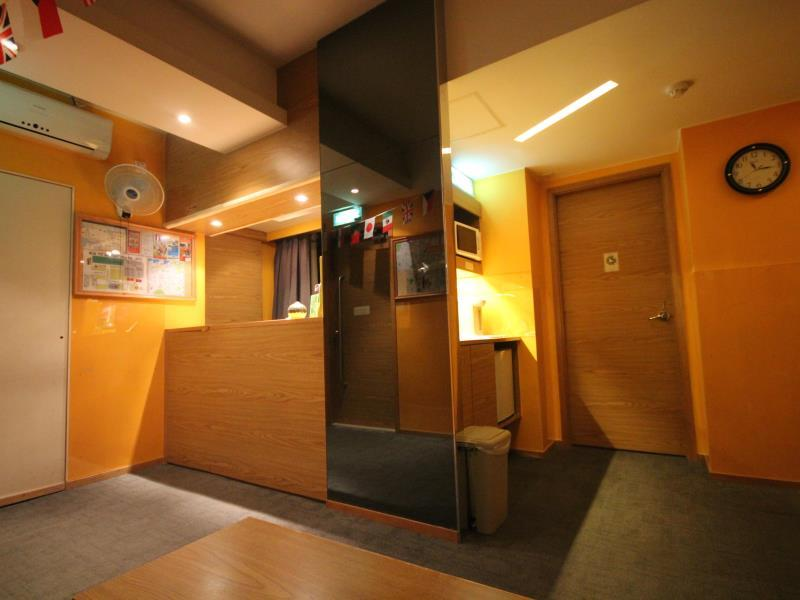 Hong Kong Hotel   Interior