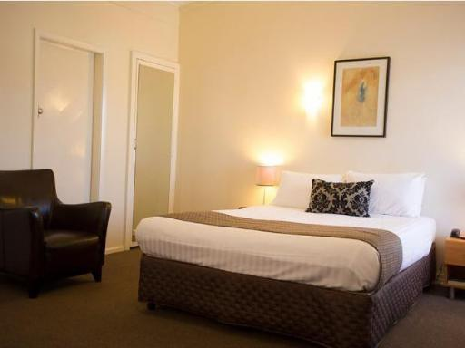 Club Motel and Apartments hotel accepts paypal in Wagga Wagga