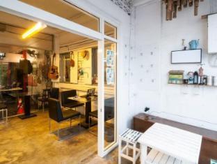 Phuket Ghetto Childs Hostel Phuket - Coffee Shop/Cafe