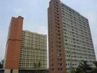 Herry's Kebagusan City Apartment
