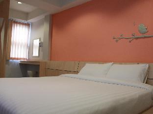 Hotel Le Lerts Living guestroom junior suite