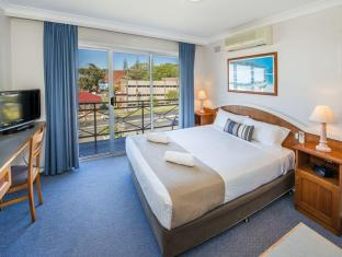 Caribbean Motel Coffs Harbour - Bedroom apartment sleeps 4