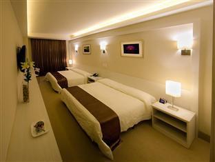 hotels.com Weston Suites & Hotel