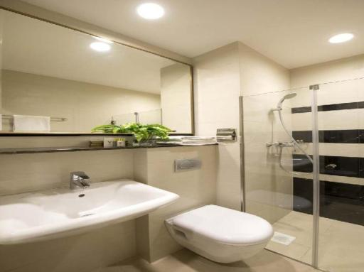 ➦  Hotel 81    customer rating