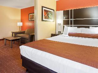 Front view of Best Western Plus Carlton Suites