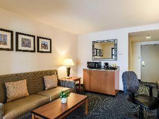 Front view of Comfort Inn & Suites Logan International Airport