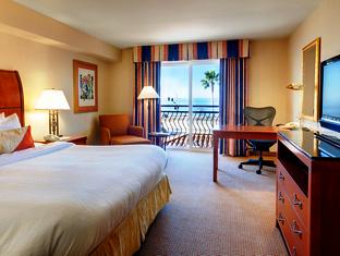 Front view of Hilton Garden Inn Carlsbad Beach