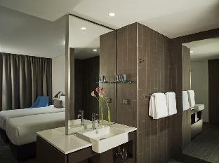 Rydges Sydney Airport Hotel guestroom junior suite