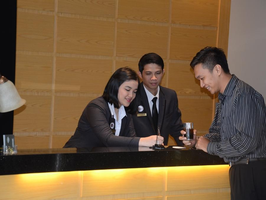Emilia Hotel By Amazing - Palembang picture