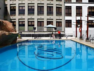 Merdeka Palace Hotel & Suites Kuching - Pool