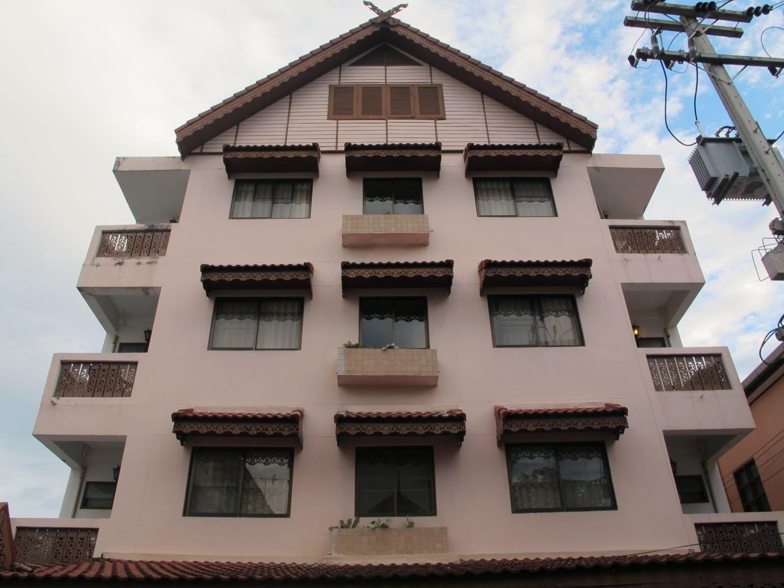 Bow chiang mai house old city chiang mai thailand for Classic house chiang mai