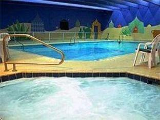 Coast Plaza Hotel and Suites Vancouver (BC) - Swimming Pool