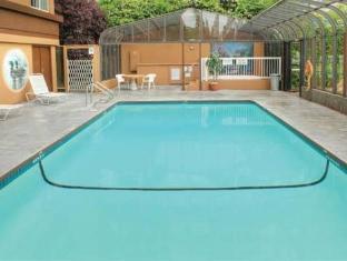Days Inn Victoria On The Harbor Victoria (BC) - Swimming Pool
