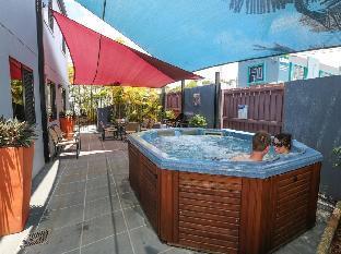 Xenia Central Studio Accommodation PayPal Hotel Gladstone