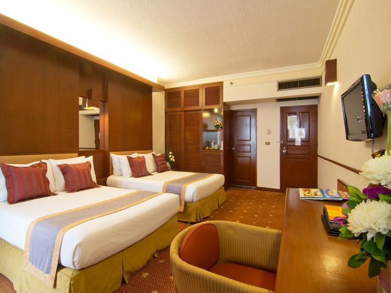 Пляж амбассадор в паттайе (ambassador beach) принадлежит огромному 4-звездочному отелю ambassador city jomtien.