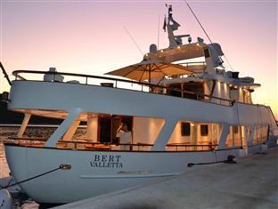 Motor Yacht Bert - Boat & Breakfast