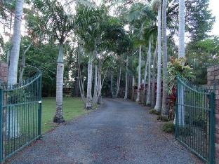 Emerald Tropical Palms B&B PayPal Hotel Coffs Harbour