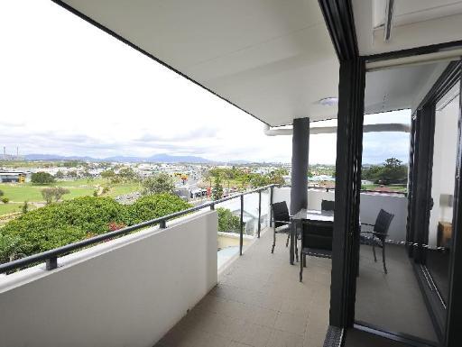 ➦  Metro Hotels    (Queensland) customer rating