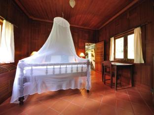 Baan Mai Cottages and Restaurant Phuket - Vil·la