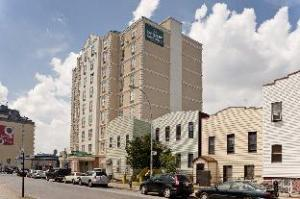 Queens County Inn and Suites Long Island City