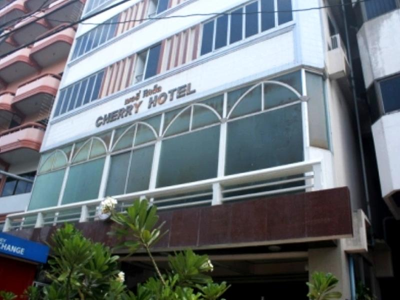 Hotel Murah di Walking Street Pattaya - Cherry Hotel