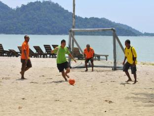 Swiss - Garden Beach Resort Damai Laut Pangkor - Soccer