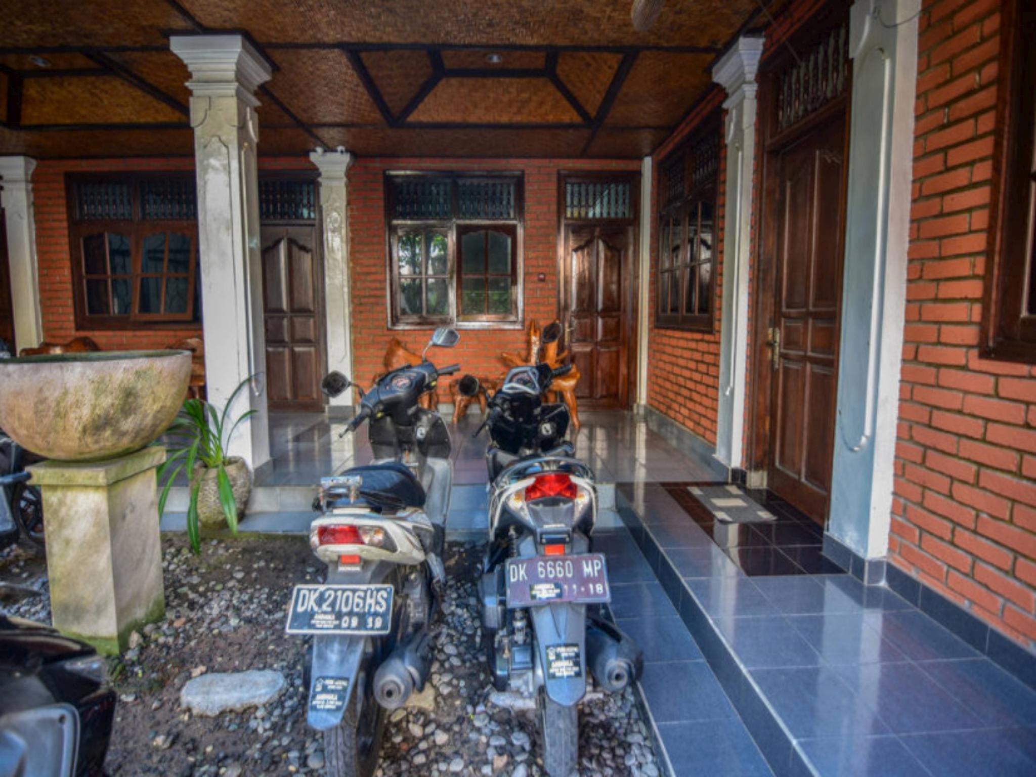 Puri Agung Homestay Legian Room 9