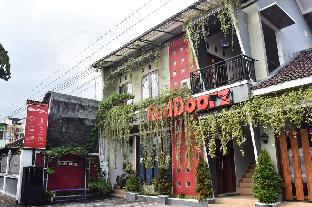 RedDoorz near Hartono Mall
