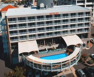 Rydges Gladstone Hotel