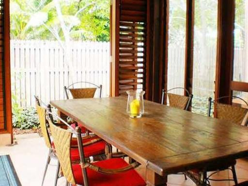 Seascape Holidays - Chez Willow hotel accepts paypal in Port Douglas