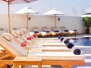 Moevenpick Hotel and Apartments Bur Dubai Dubai - Relax in the pool house