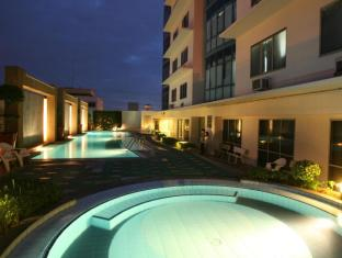 Astoria Plaza Full Service Residential Suites Manila - Swimming Pool