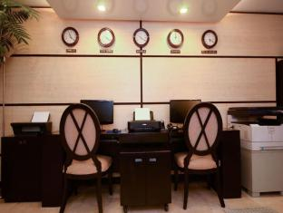 Orchid Garden Suites Manila - Business Center