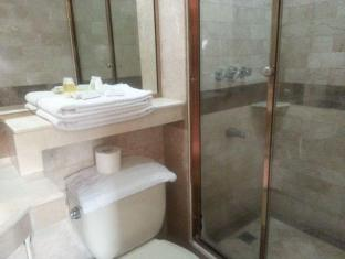 Orchid Garden Suites Manila - Bathroom
