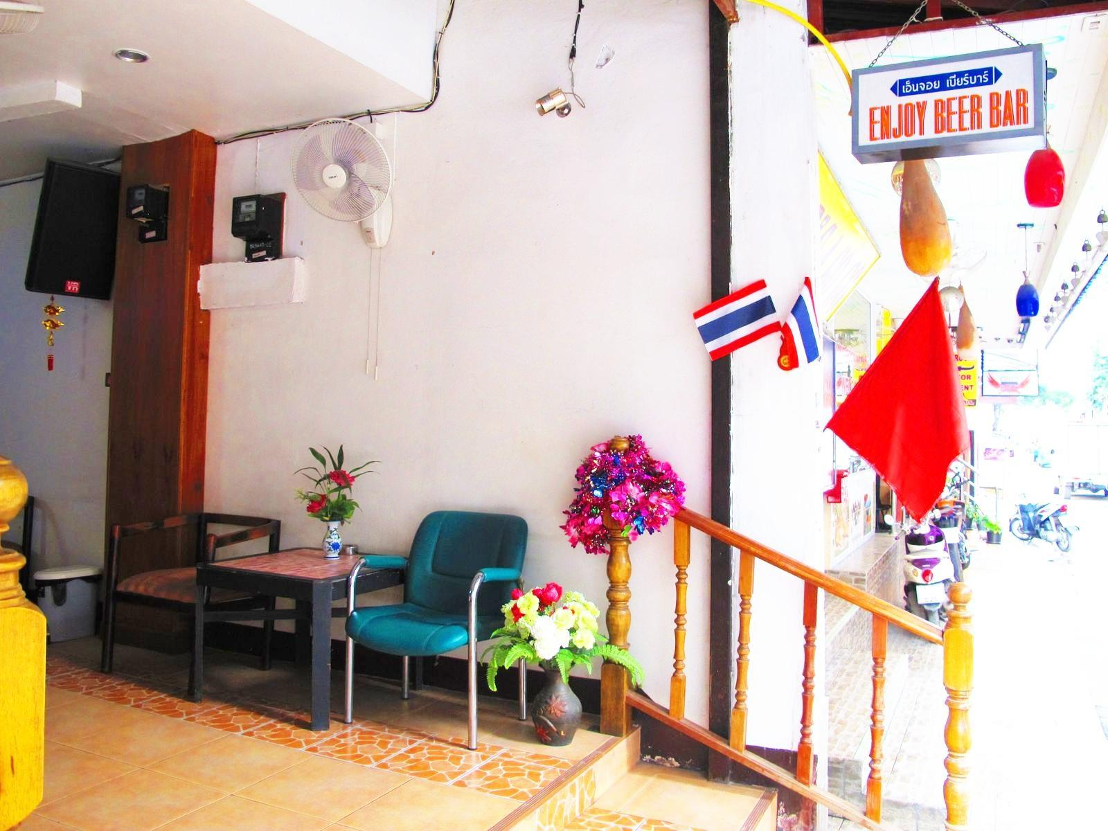Hotel Murah di Beach Road Pattaya - Enjoy Pattaya Hotel