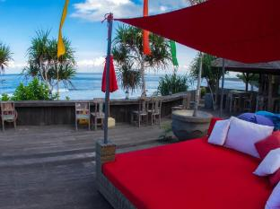 The Palms Ceningan Hotel Bali - Deck Lounge