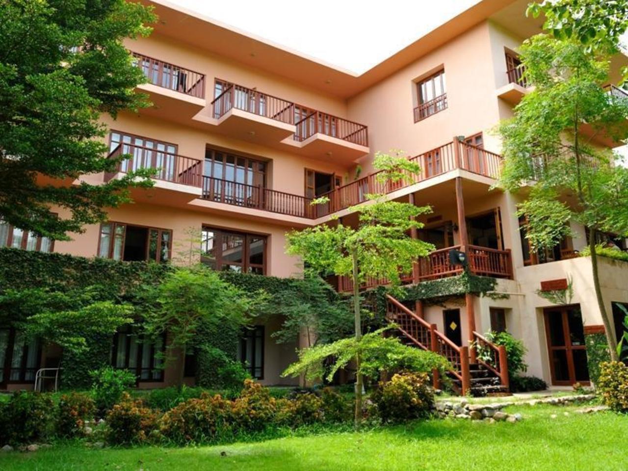 ริเวอร์ เฮาส์ รีสอร์ท (River House Resort)