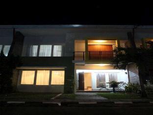 Omah Helena Guest House