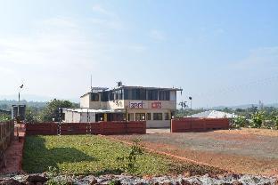 Atharv Resort Амболи