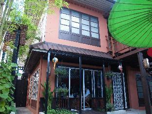 Sirikamsan House guestroom junior suite