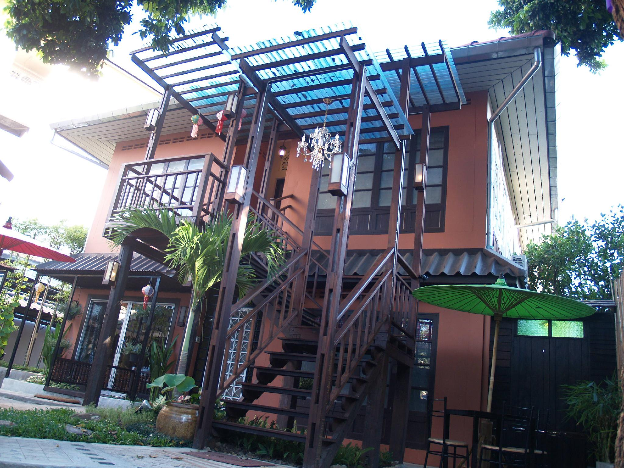 Sirikamsan house old city chiang mai thailand great for Classic house chiang mai massage