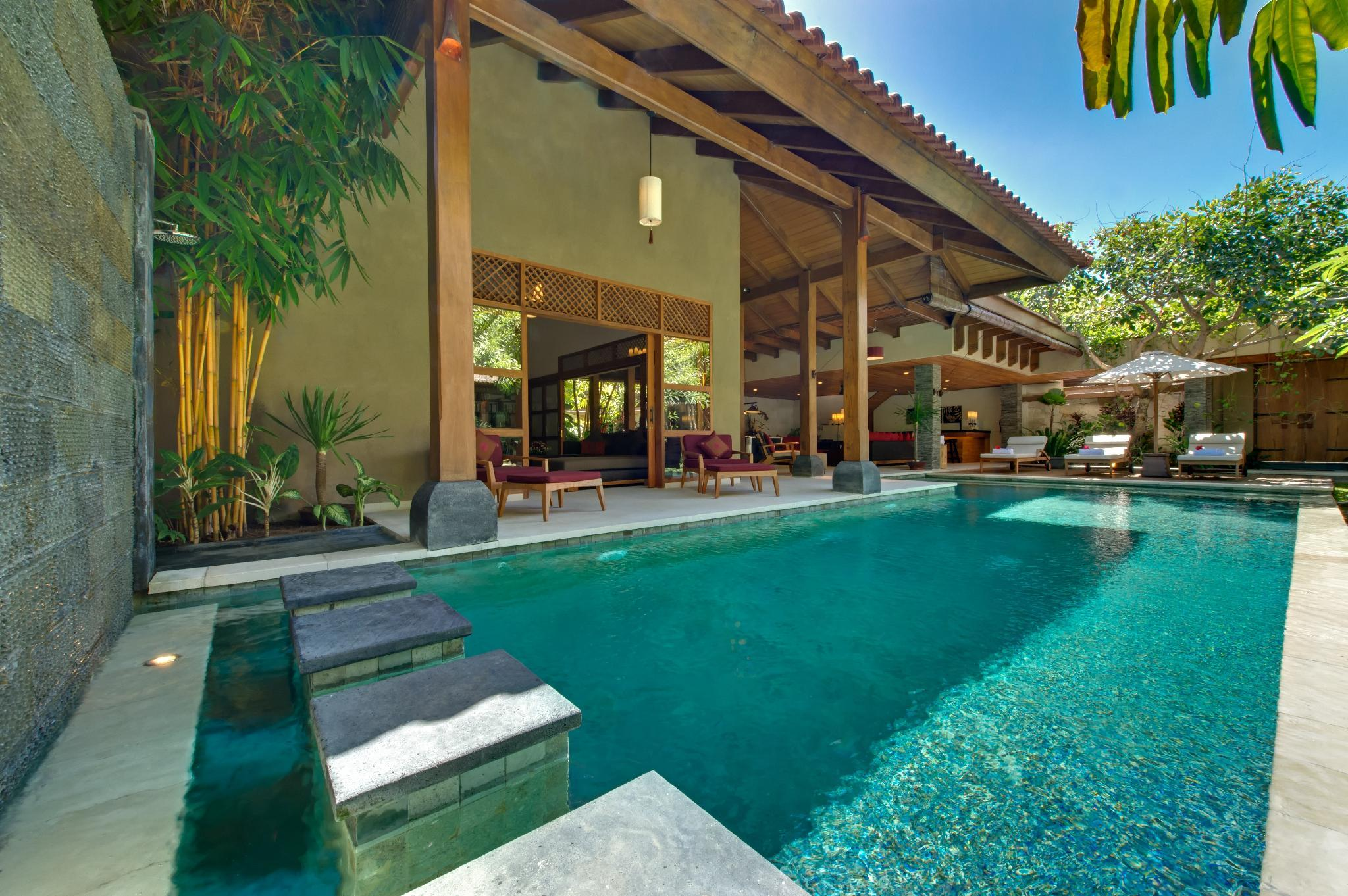 7 BR Private Modern villa by the beach
