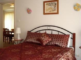 Gumtrees Cottage  guestroom junior suite