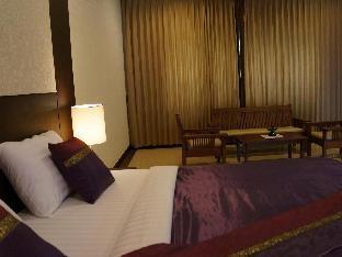 Tarakool Hotel guestroom junior suite