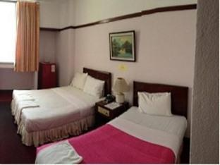 โรงแรมแดง พลาซา