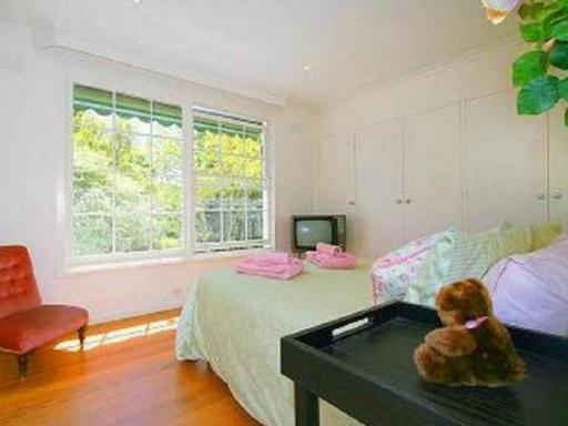 Best guest rating in Camberwell ➦  takes PayPal