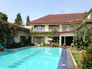 The Garden Family Guest House - Bogor
